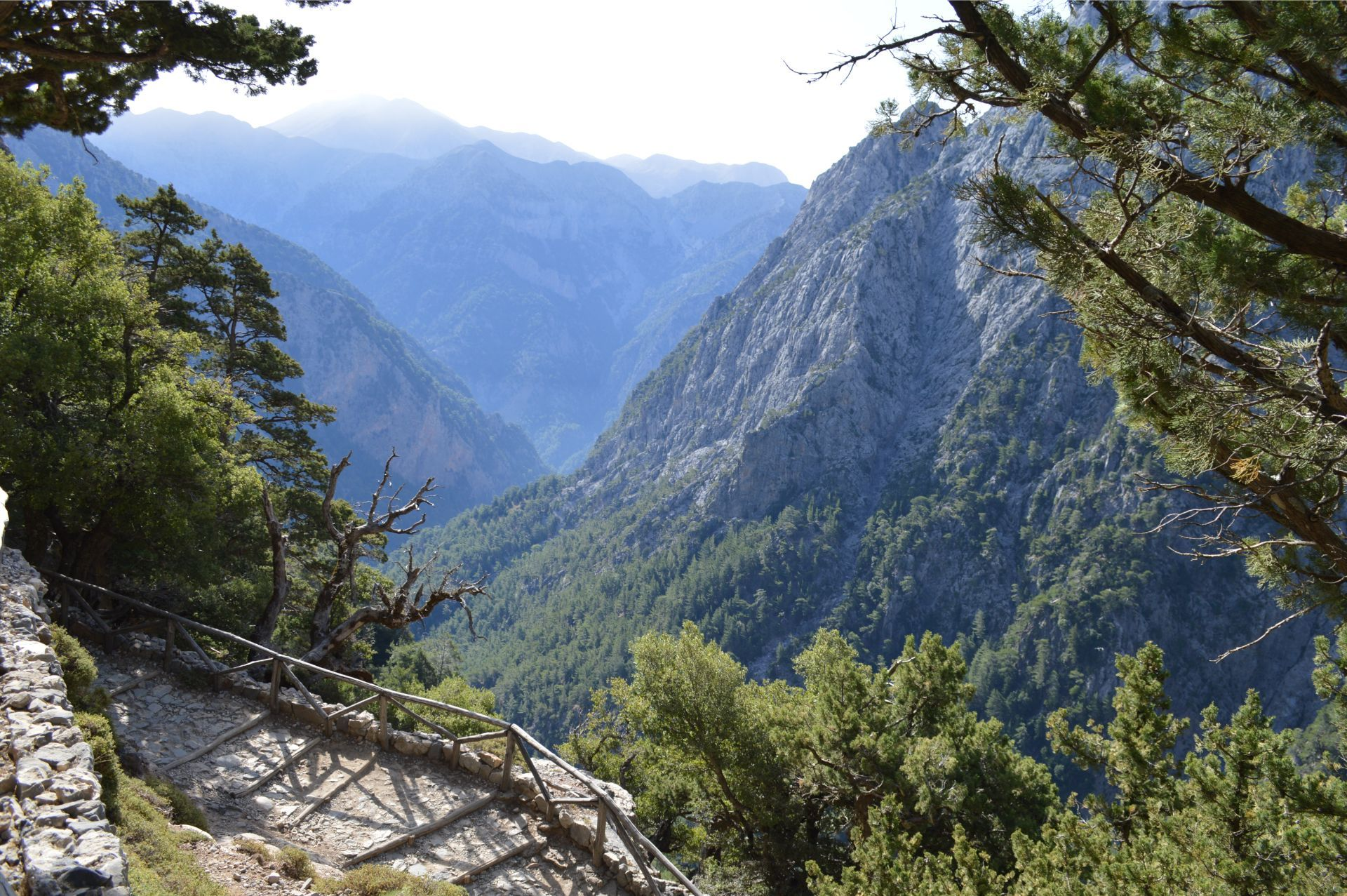 Evenos_Travel_coastal_paths_&_mountain_plains_Samaria_gorge